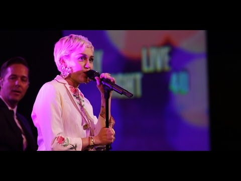 Miley Cyrus - 50 Ways To Leave Your Lover (Lyrics Video)