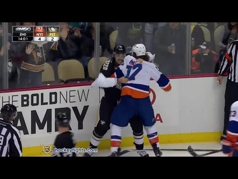 Robert Bortuzzo vs. Matt Martin