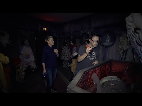 Ellen & Andy Visit the 'IT' Haunted House (видео)