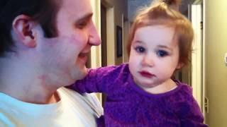 Criança não reconhece seu pai após ele retirar a barba