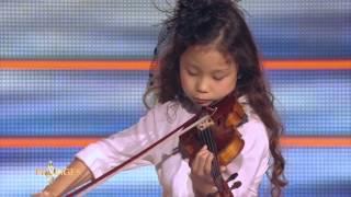 Miyu 7 ans, violoniste, joue