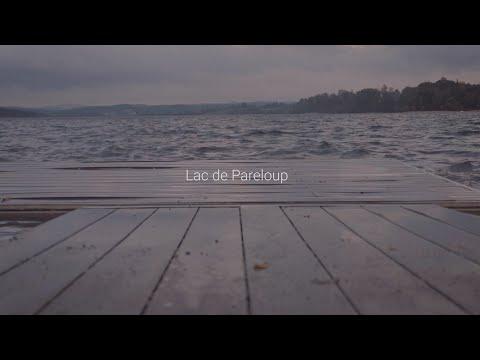 Présentation du barrage de Pareloup, en Aveyron, des paysages du Lévézou, des mises à l'eau et de la pêche des carnassiers aux leurres en bateau.,