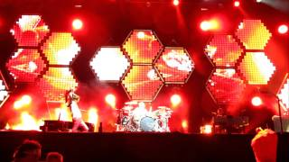 Muse - Stockholm Syndrome HD Pt. 2 Outro w/ Matt Destroying Bass Drum (Live Lollapalooza 2011)
