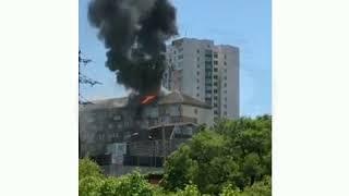 На пятом этаже жилого дома на Крыгина горит квартира