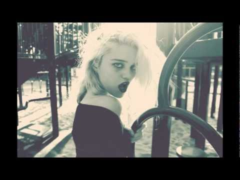 SKY FERREIRA - Everything Is Embarrassing (B. Deep Remix) HD