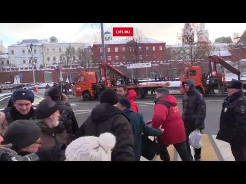 Грудинин убегает от журналистов