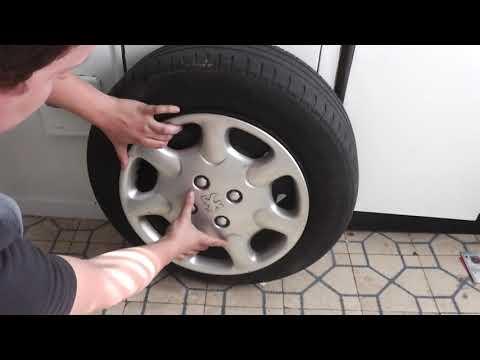 como quitar los tapacubos del coches