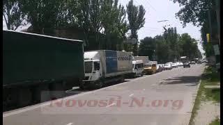 «Скорая», перевозившая вакцину от Covid-19, в центре Николаева столкнулась со «Шкодой» — огромная пробка