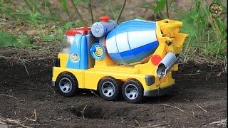 Мультик про машинки. Трактор, кран и вертолёт строят дом. МанкитуМульт