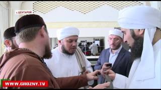 Рамзан Кадыров для гостей из ОАЭ провел экскурсию по собственному хранилищу реликвий