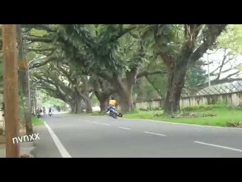 Lucu abiss.orang ini jatuh dari motorr