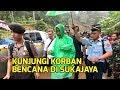 Presiden Jokowi Terobos Hujan Deras Pakai Jas Hujan Rp 10.000 saat Kunjungi Korban Bencana