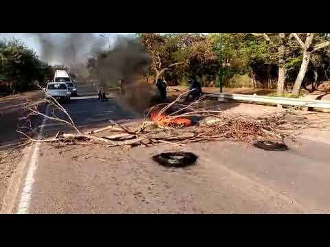 Video: Desocupados de la Mesa Coordinadora del Dpto de San Martin cortan la ruta en Mosconi