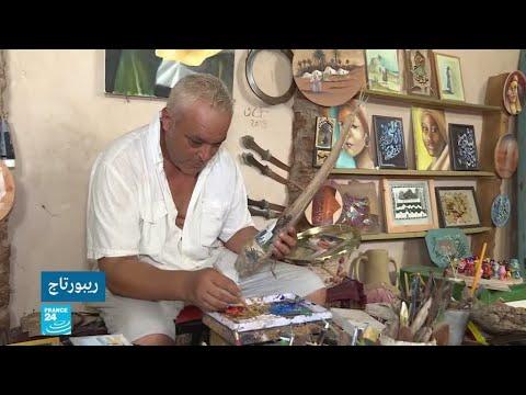 العرب اليوم - فنان تونسي يحول النفايات الى أعمال فنية