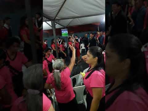 Cantora Thalia de souza bezerra louvando no congresso em Barra do bugres