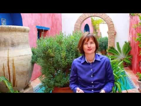 Small Garden Ideas Pt 1- How to make a small space garden look larger -- Interview
