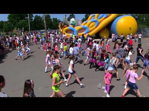 """""""Мы маленькие дети, нам хочется гулять!""""  Тутаев, на празднике в парке 1 06 14"""