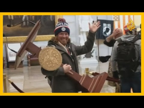 بالفيديو.. منصة بيلوسي تعود إلى الكونغرس بعد سرقتها بنحو أسبوع