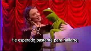Kylie Minogue y la rana René cantan Especially For You