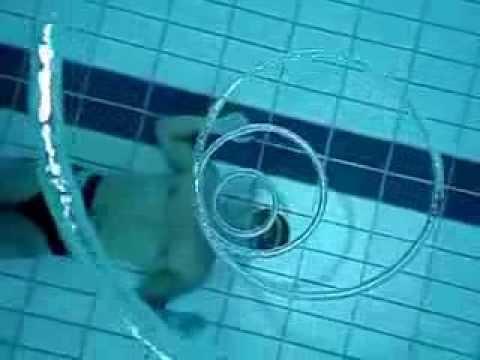 Anillos hipnóticos bajo el agua