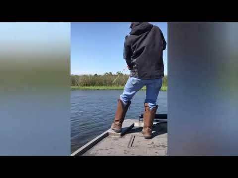На рыбалку с луком и стрелами!