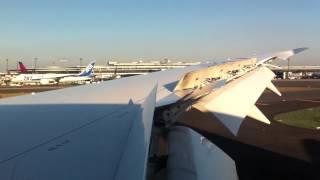 JAL JAPAN AIRLINES BOEING 787-8 DREAMLINER JA824J
