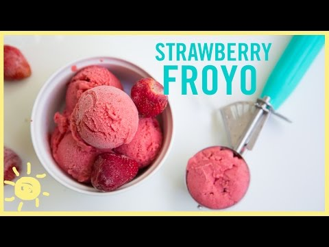 Video EAT | Strawberry Frozen Yogurt