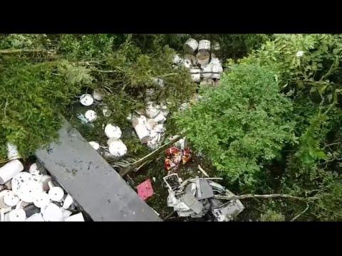 Motorista fica gravemente ferido ao cair com caminhão de ribanceira em Balsa Nova