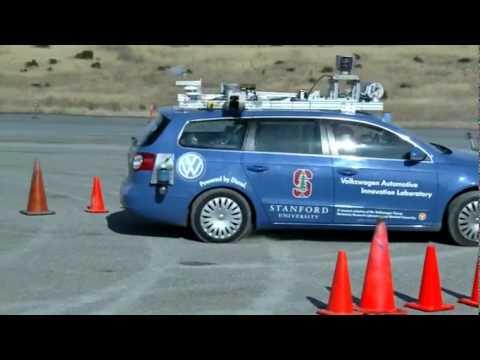 Parkowanie w stylu Jamesa Bonda - z robotem za kierownicą
