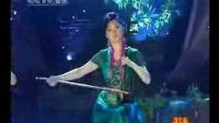 三音并起,三美女共奏一曲《在那遥远的地方》于红梅(二胡)、赵聪(琵琶)、陈悦(笛子)