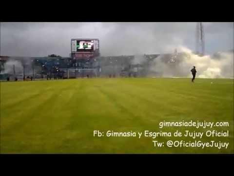 """""""Recibimiento del público ante Nueva Chicago"""" Barra: La Banda de la Flaca • Club: Gimnasia y Esgrima Jujuy"""