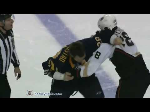 Paul Gaustad vs. Kyle Chipchura