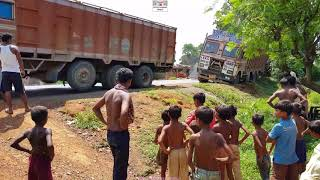 Tata 3118 Lpt 12 Wheeler Truck Stuck In Mud Pushed By Jcb Backhoe & Pulled By 12 Wheeler Tata Lorry.
