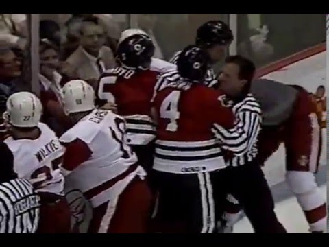 Keith Brown drops the gloves with Bob Probert, Sep 19, 1990