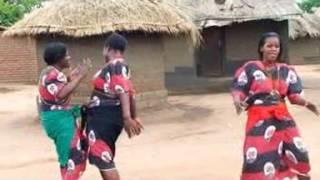 Moses Makawa   Kwathu Kwavuta