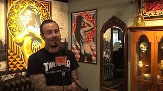 Tattoo-artiest Robert Aalbers voorziet niet alleen mensen van tattoos