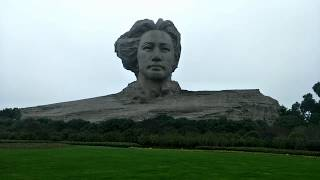 preview picture of video 'Молодой и красивый Мао Цзэдун на апельсиновом острове. Чанша Китай 27.12.18 step 198'