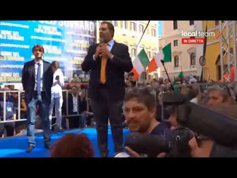 GIOVANNI TOTI A ROMA SUL PALCO DELLA MANIFESTAZIONE CONTRO IL GOVERNO