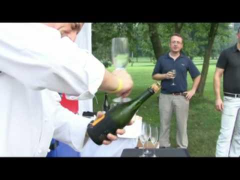 Come aprire una bottiglia di champagne con un bicchiere - Davide Scabin - Combal.zero Cup 2010