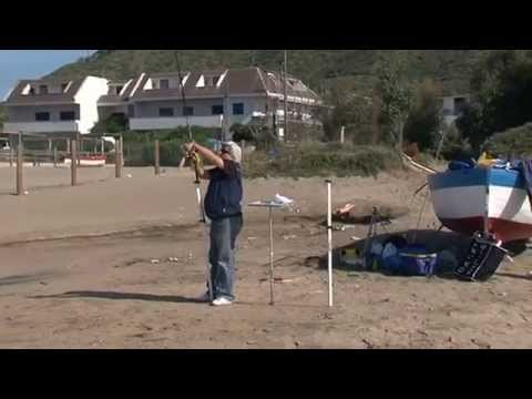 La pesca su una carpa un mangiatore e un galleggiante