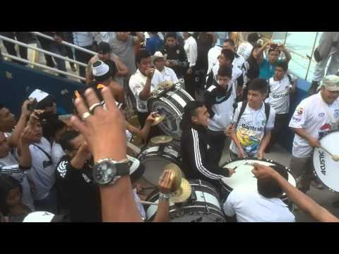 """""""¡La banda del albo ya llegó! - Vltra Svr"""" Barra: Vltra Svr • Club: Comunicaciones"""