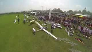 preview picture of video 'Luftaufnahmen vom Multiplex Flugtag 2013 in Bruchsal'