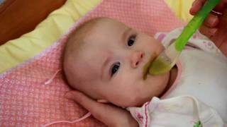 Смотреть онлайн Первая ложка в жизни малыша