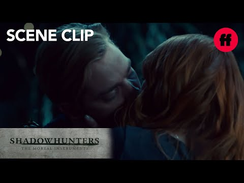 Clary Kisses Jace | Season 2, Episode 14 | Shadowhunters