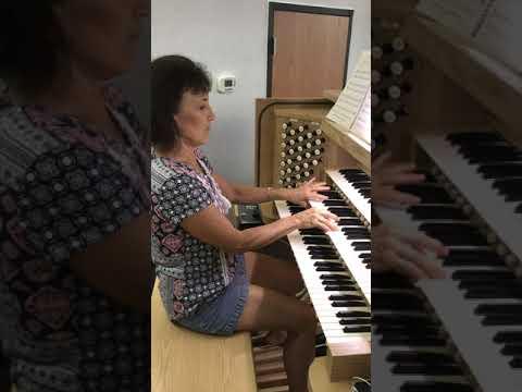 """""""Hyfrydol"""" hymn on organ"""