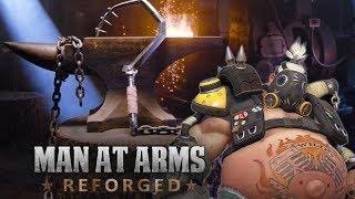 Mira como el equipo de MAN AT ARMS construye el gancho de ROADHOG DE OVERWATCH !!