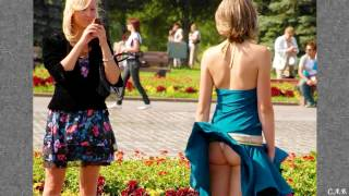 Ветер задирает юбки девушек The wind lifts up the skirts of girls