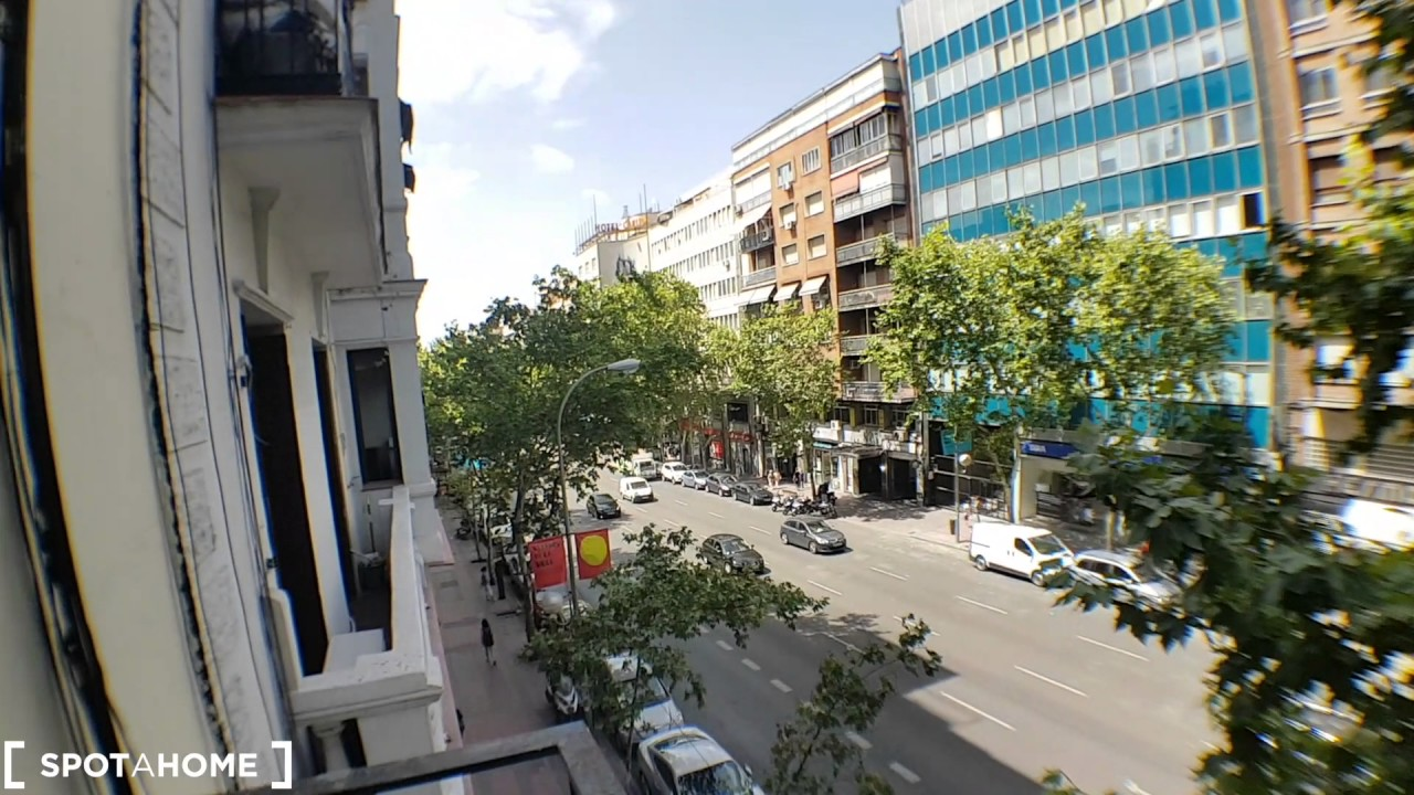 Rooms for rent in a 3-bedroom apartment with balcony in Atocha