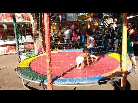 Sofia brincando de pula pula em Bom Sucesso MG . 01/01/2018