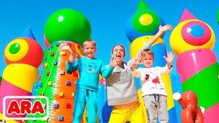فلاد ونيكيتا في العالم أكبر منزل ترتد للأطفال